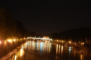 Tiberi jõgi õhtupimeduses