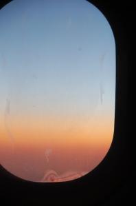 Päikeseloojangu püüdmine eemal istudes
