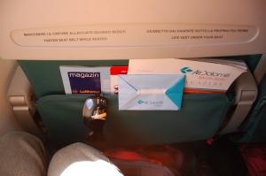 Vaade esiistme taskusse ajakirjadele ja Air Dolomiti oksekotile :)