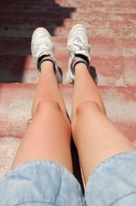 Roosaka-kumaga jalad (elu esimene päikesepõletuse alge moodi asi)