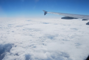 Lennukitiib meie kõrval. Ja valged pilvepadjad meie all.