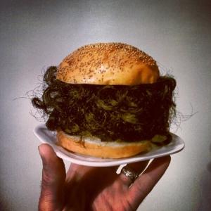 burger_karvase_sisuga